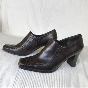 Franco Sarto 7.5 Oxford Brown Booties EUC Zipper